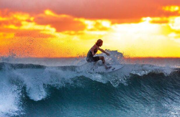 surfing-felipe-serani