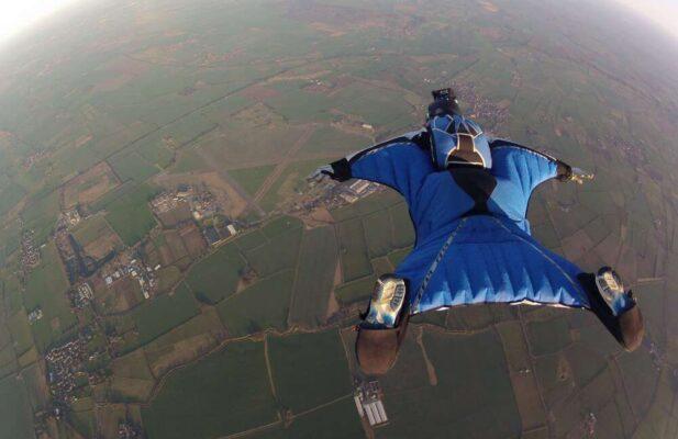 wingsuit-fly