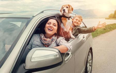 familia-viajando-coche