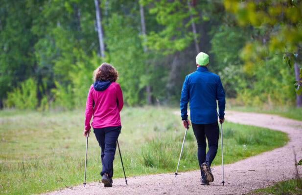 pareja-trekking